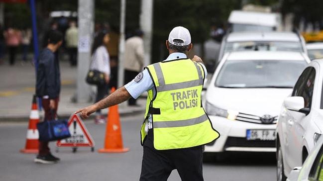 VEZİRKÖPRÜLÜ TRAFİK POLİSİ GÖREVİ BAŞINDA KALP KRİZİ GEÇİRDİ