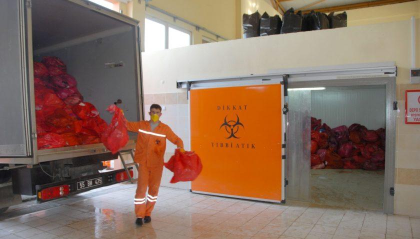 Büyükşehir Belediyesi Koronavirüs Atıklarını Evsel Atıklara Dönüştürüyor