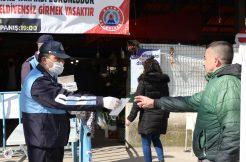 Bafra Belediyesi Pazaryerlerinde Ücretsiz Maske Dağıttı