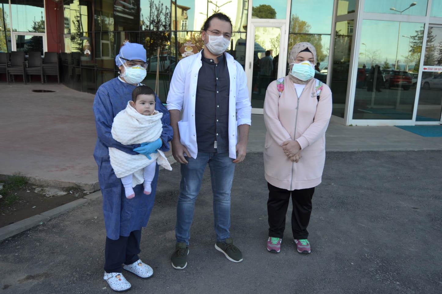 Ordu'da koronavirüsü yenen 7 aylık bebek ve annesi taburcu edildi
