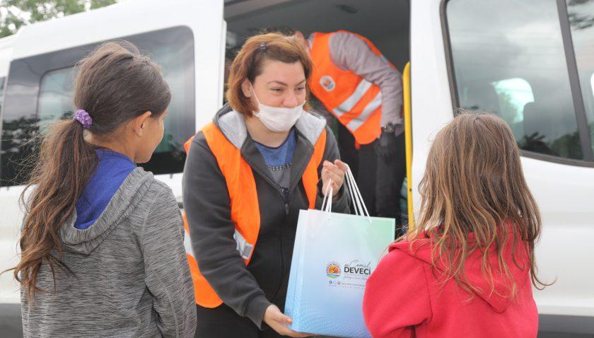 Samsun'da kırsal mahallelerde yaşayan çocuklara bayram hediyesi verildi