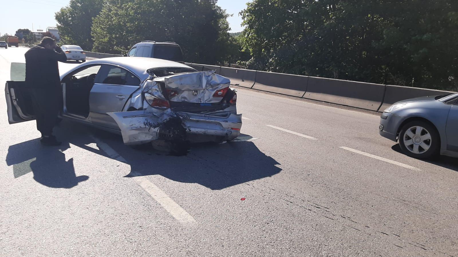 İlkadım`da Otomobil ile Kamyonet Çarpıştı 3 yaralı
