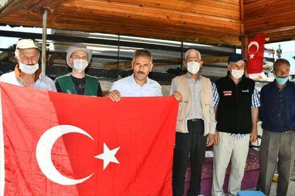 Samsun Valisi Kaymak, bir Evin Balkonundaki Solmuş Türk Bayrağını Değiştirdi