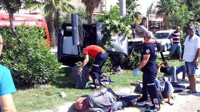 Kaza'da yaralananlar hastaneye kaldırıldı.