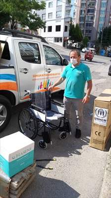 Sığınmacılara Tekerlekli Sandalye Yardımı