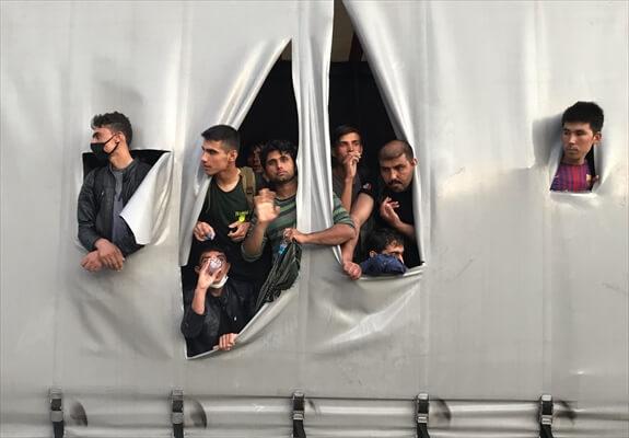 Samsun'da Bir Tırın Dorsesinde 165 Göçmen Yakalandı