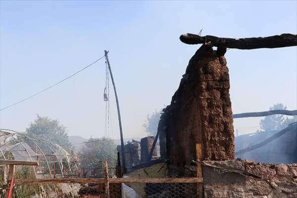 Ahırda Yangın:1 Kişi Yaralandı