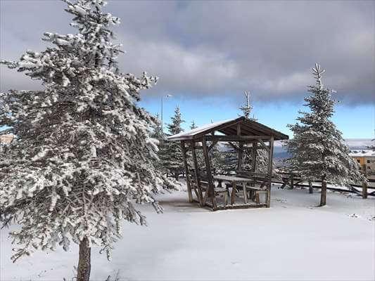 Akdağ Kayak Merkezi'ne Mevsimin İlk Karı Yağdı