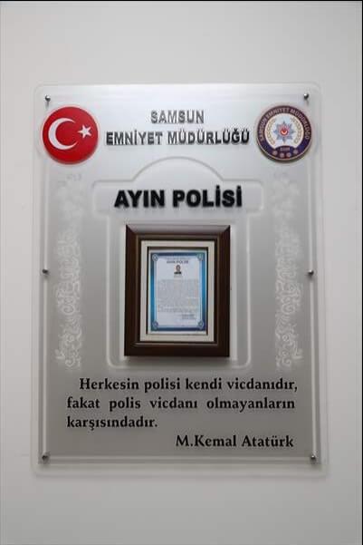 """Samsun'da Doktora Saldıran Kişiyi Etkisiz Hale Getiren Polis Memuru """"Ayın Polisi"""" Seçildi"""