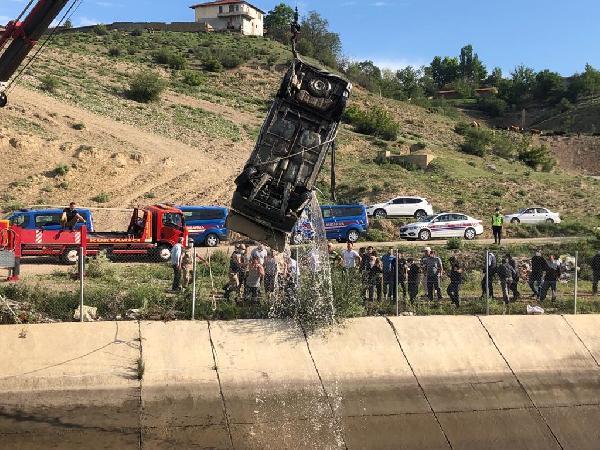 kanala düşen araç sürücüsü kurtulamadi 9