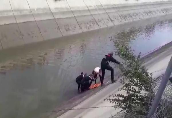 kanala düşen araç sürücüsü kurtulamadi 14