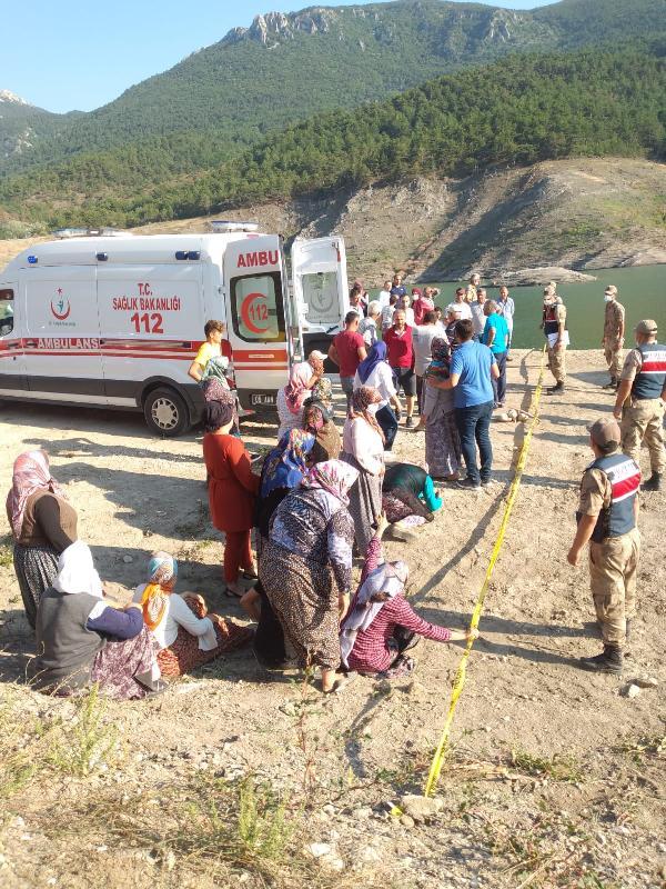 baraja düşen çocuğu kurtarmak için suya giren aynı aileden 5 kişi boğuldu 5