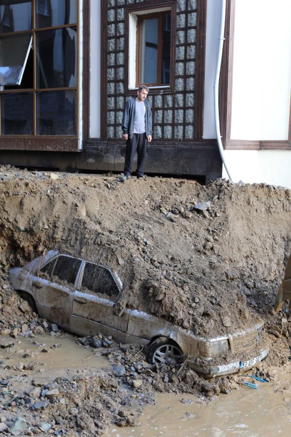 rize'de sel 7 can aldı; feci hasarlar yarattı 8