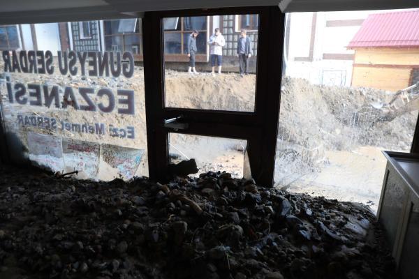 rize'de sel 7 can aldı; feci hasarlar yarattı 9