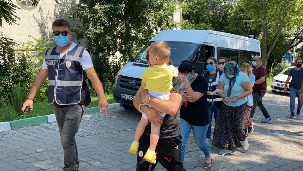 samsun'da hırsız yüzünü kucağındaki çocuğuna kapattırdı 6