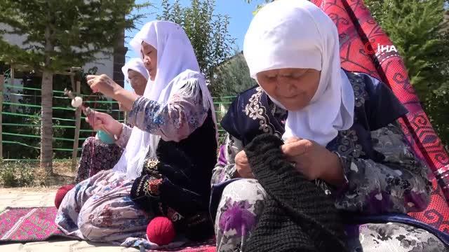 eski elbiselerden sökülen ipler, kırgız kadınlarının maharetli ellerinde halı ve kilime dönüşüyor 7