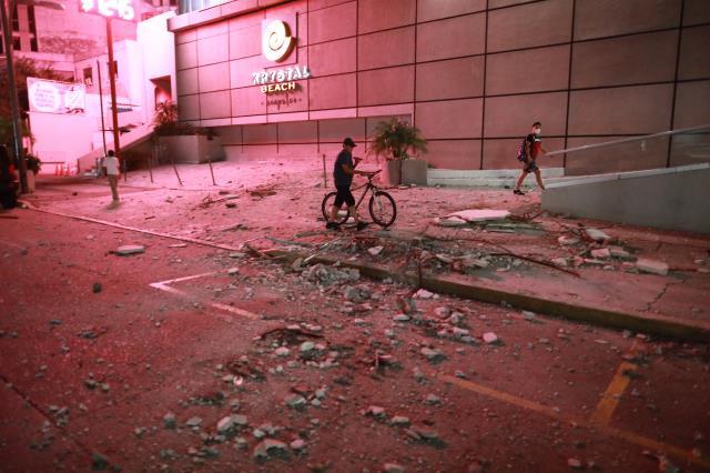 meksika'daki şiddetli deprem sırasında, gökyüzünde mavi ışıklar görüldü 10