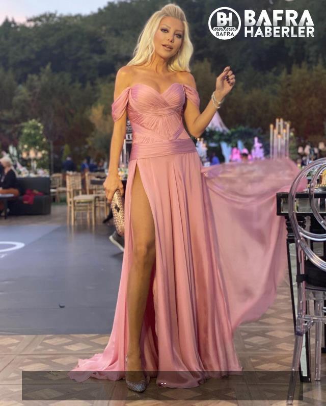 modacı gülşah saraçoğlu, kasığına kadar yırtmaçlı elbisesiyle göz kamaştırıyor 11