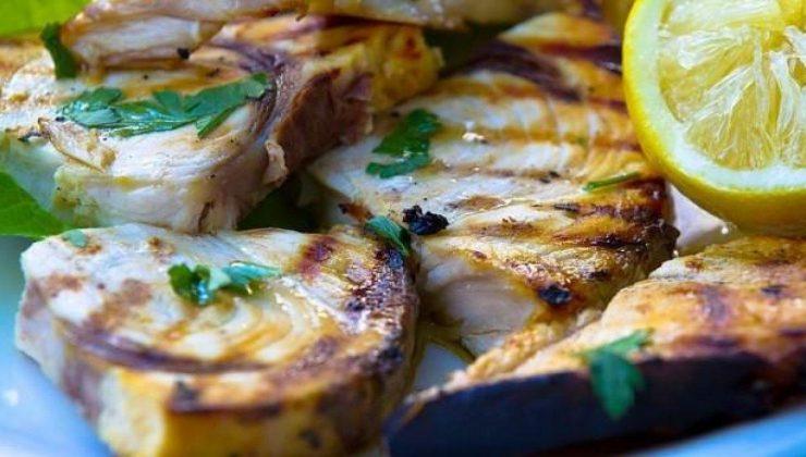 palamut balığı nasıl pişirilir? palamut balığının tavada ve fırında tarifi