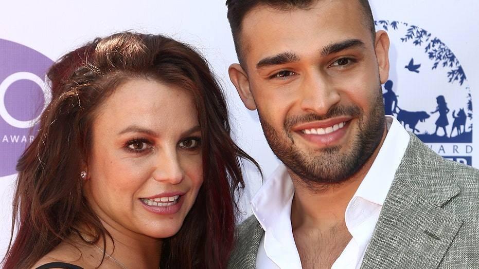 pop yıldızı britney spears, i̇ran doğumlu erkek arkadaşı sam asghari ile nişanlandı! 10