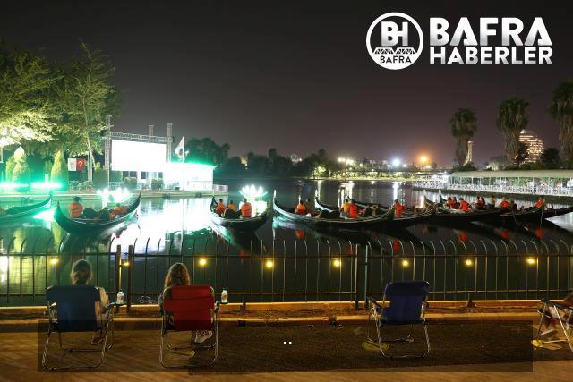 seyhan nehri üzerinde gondolda film izleme keyfi 11