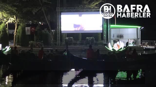 seyhan nehri üzerinde gondolda film izleme keyfi 17