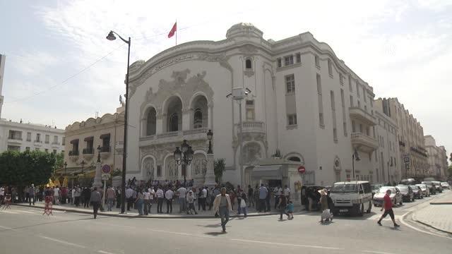son dakika haberleri: cumhurbaşkanı'nın olağanüstü yetkileri elinde toplayan kararları protesto edildi 10