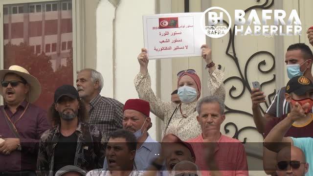 son dakika haberleri: cumhurbaşkanı'nın olağanüstü yetkileri elinde toplayan kararları protesto edildi 12